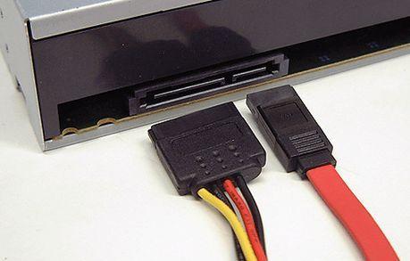 подключаем дисковод к компьютеру