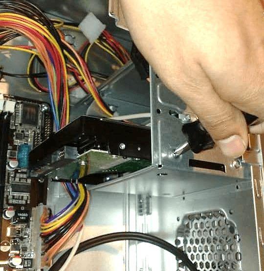 подключаем второй жесткий диск к компьютеру