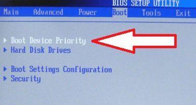 открываем раздел Boot Device Priority