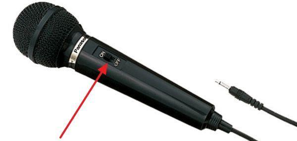 Микрофон выключен или не правильно подключен